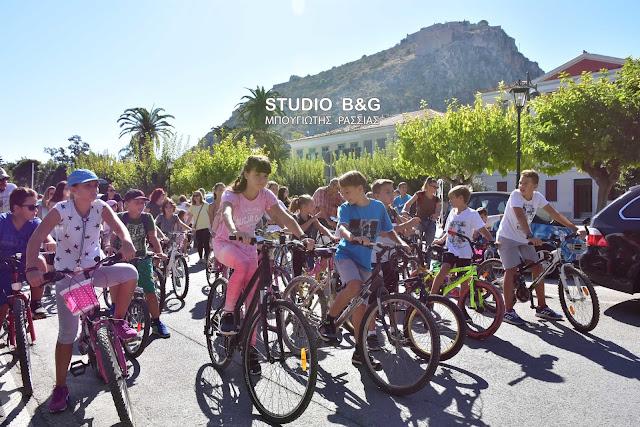 Ποδηλατάδα στο ιστορικό κέντρο του Ναυπλίου (βίντεο)