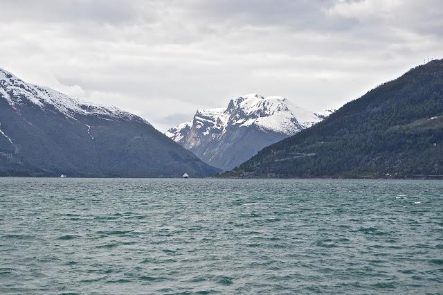 Le Sognefjord : traversée en ferry de  Dragsvik -Hella-Vargeness  vers Vik