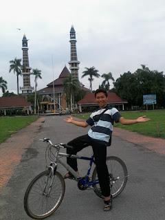 wisata alun-alun jombang masjid agung jombang