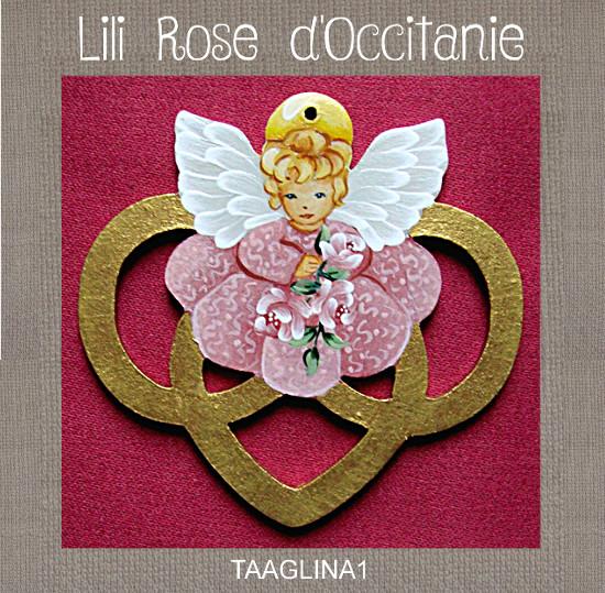 Tri-fils bois peint, anneaux dorés + ange rose. Broderie et point de croix