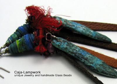 Ohrringe mit festen Stoffperlen, Leder, Seide und Polymer Clay