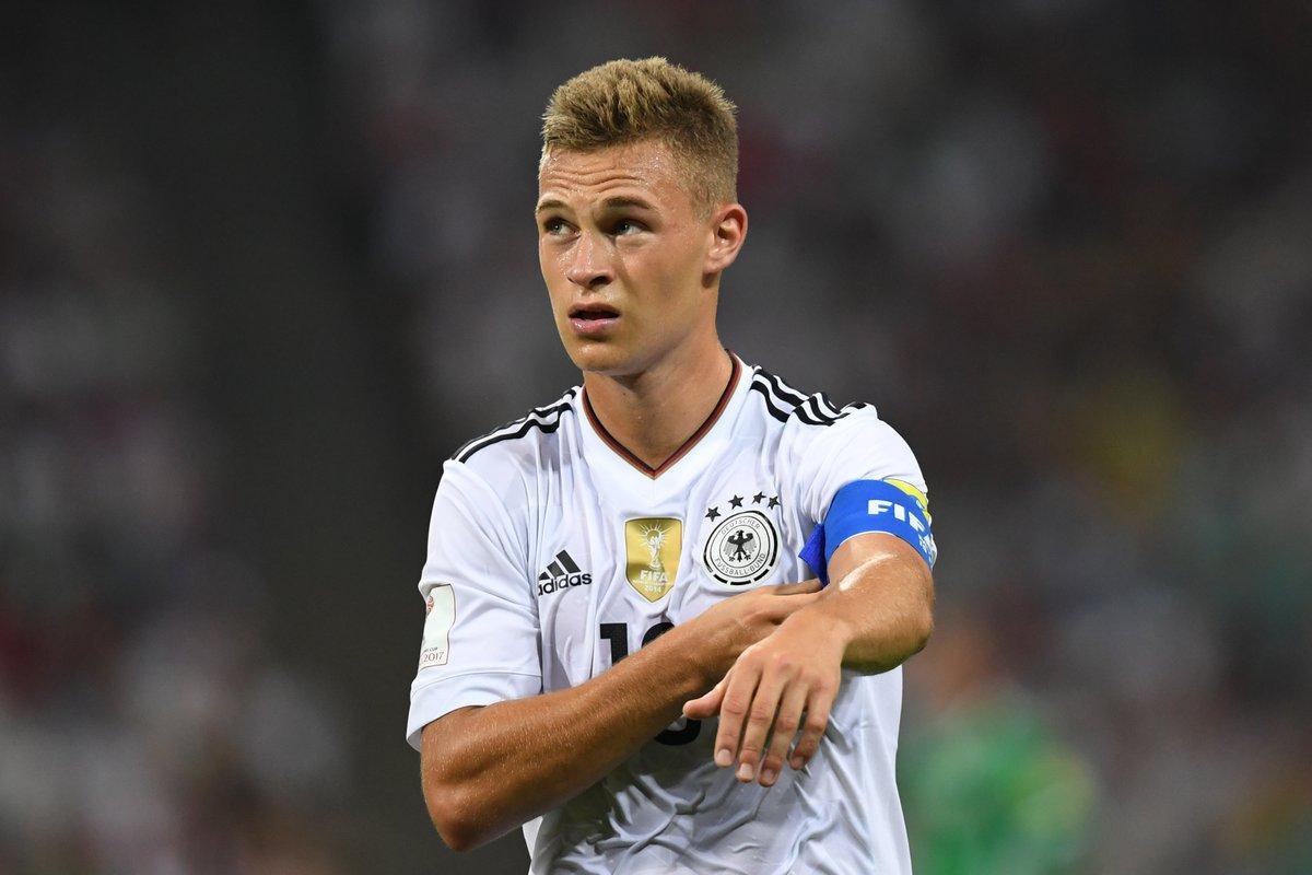 Os torcedores votaram e elegeram o lateral-direito Joshua Kimmich o melhor  jogador da seleção alemã em 2017 - foram mais de 52 mil votos computados no  site ... 036699daa1643