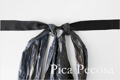 Disfraz de bruja hecho con bolsas de basura