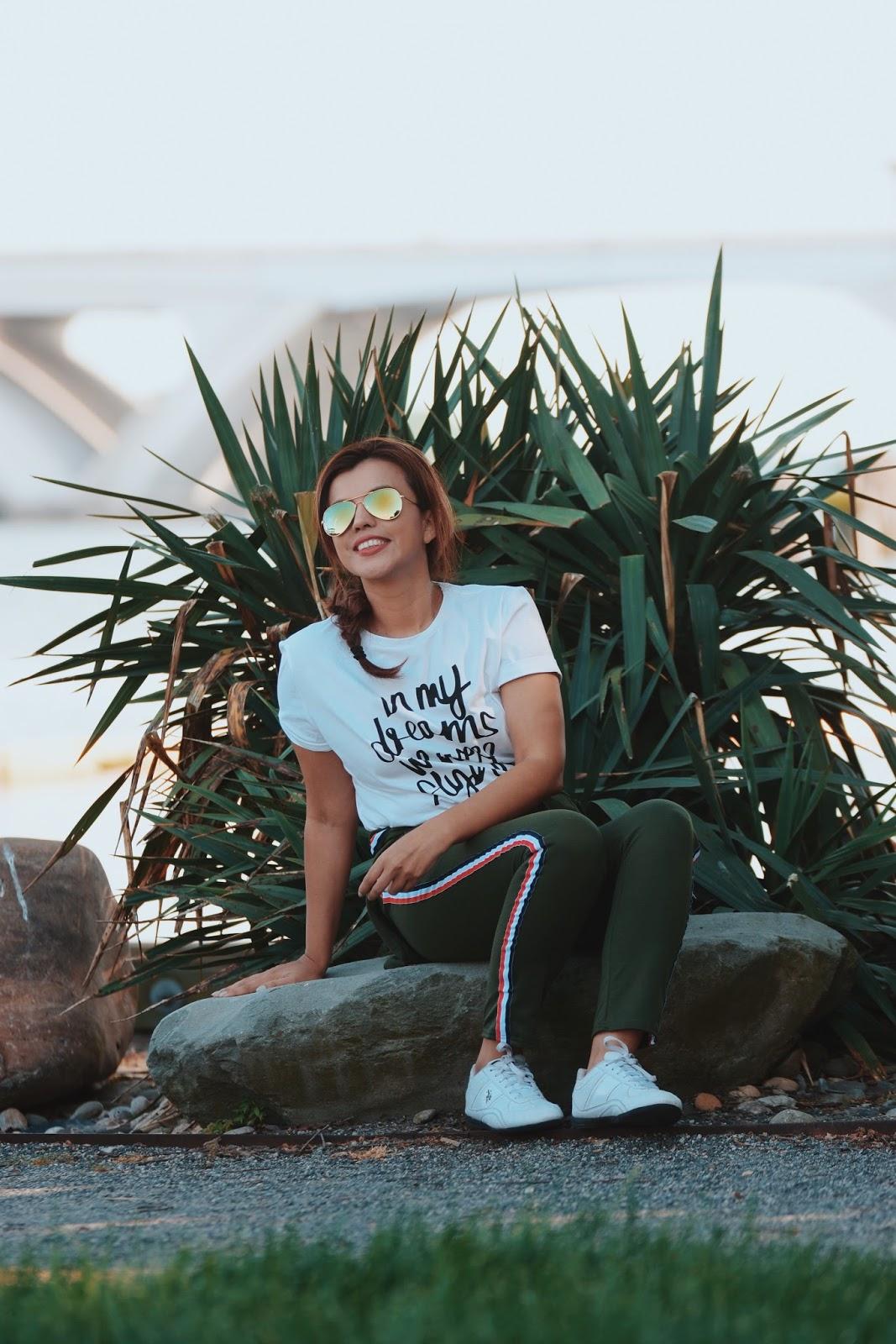 Wearing:  Pants & Jersey: LightInTheBox  T-shirt: Romwe |  Similar Here  Shoes: Polo Ralph Lauren