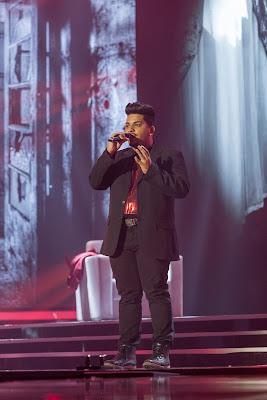 O cantor Rafael Oliveira durante uma de suas apresentações no X Factor Brasil - Divulgação/Band