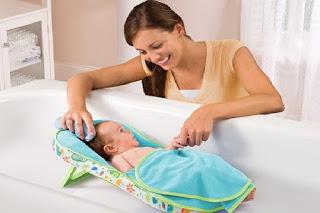 Cara memandikan Bayi Baru Lahir Hingga Usia 11 Bulan