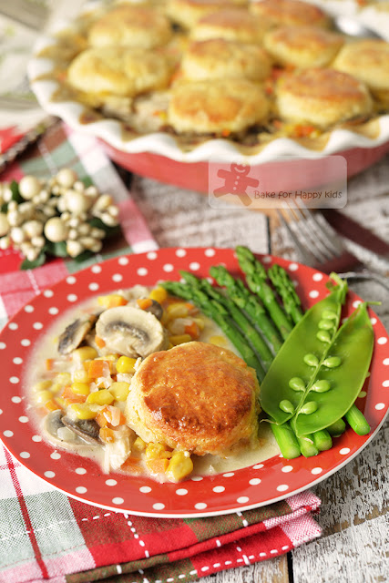 creamy chicken stew biscuits