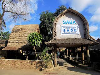 Kunjungi minimal satu desa adat lombok