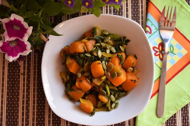 Receta de col kale salteada con calabaza y semillas