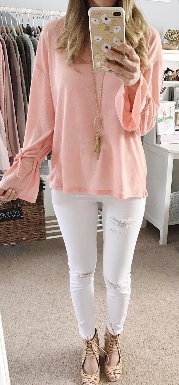 casual outfit: blush blouse + white jeans