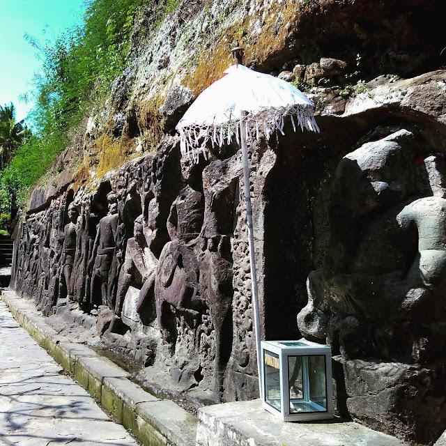 foto relief di pura yeh pulu ubud