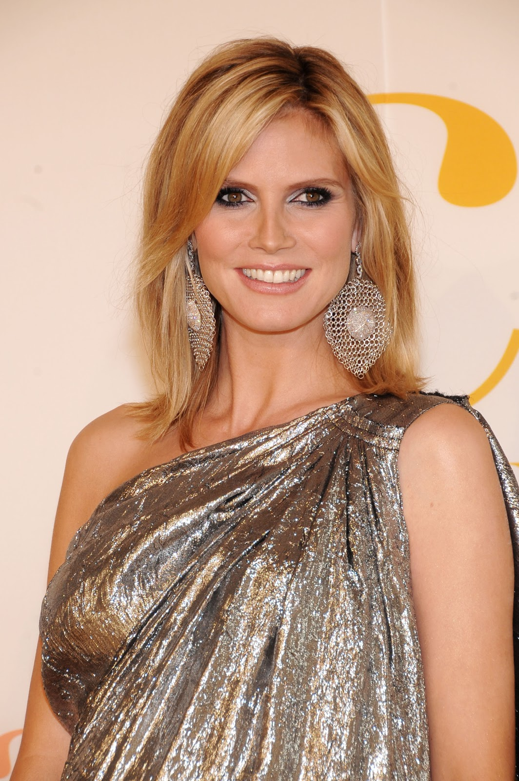 Heidi Klum Hairstyle pics. 1063 x 1600.Haircuts 35 Year Old Woman