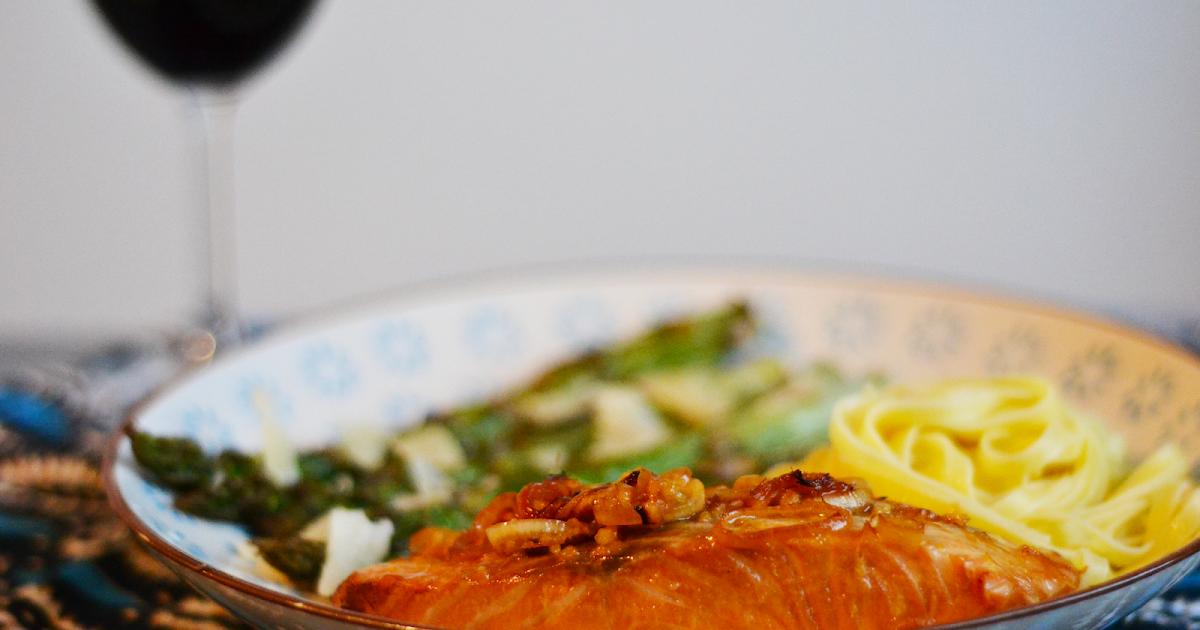 Pav s de saumon laqu s asperges r ties tagliatelles - Comment cuisiner des paves de saumon ...