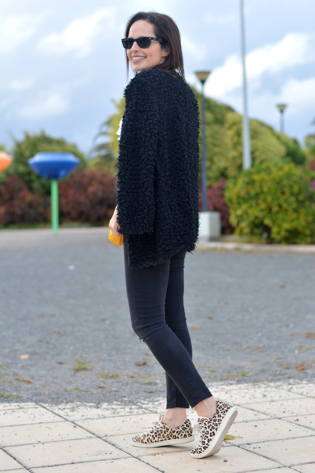 look-blanco-negro-casual-outfit
