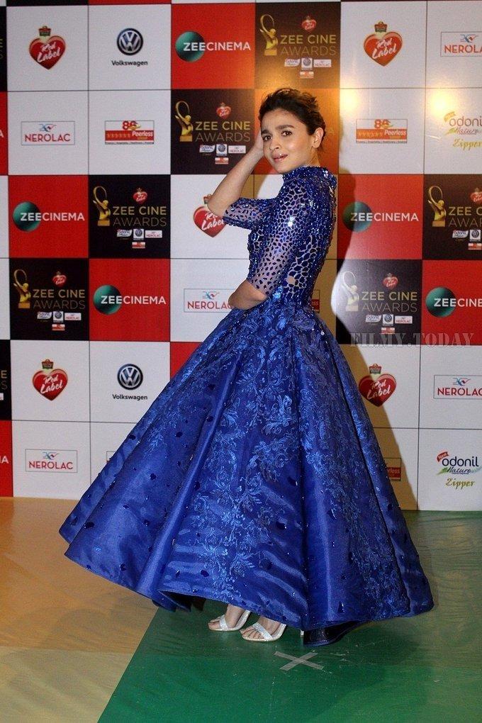Alia Bhatt looking hot in Blue Dress as she attend Zee Cine Awards