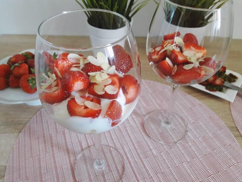 Letni deser z ricottą i truskawkami – smacznie, szybko i zdrowo