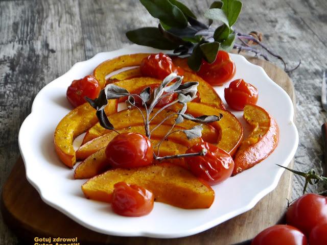 Pieczona dynia z pomidorkami koktajlowymi - Czytaj więcej »
