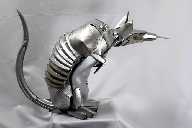 12-Baby-Nine-Banded-Armadillo-Ptolemy-Elrington-Hubcap-Creatures-and-other-Car-Parts-Animal-Sculptures-www-designstack-co