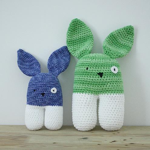 Crochet bunnies, crochet pattern   Happy in Red