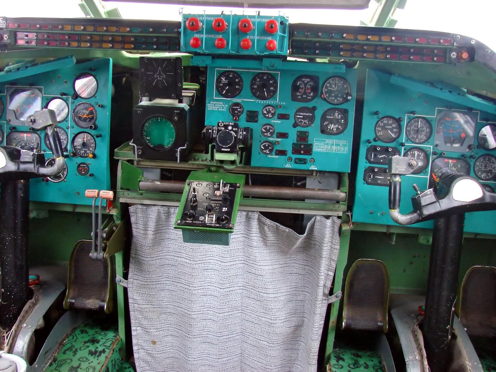 Кабина Ту-95: места пилотов
