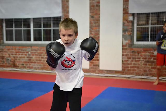 """""""AKADEMIA ZWYCIĘZCY"""" - treningi boksu i kickboxingu dla najmłodszych w wieku od 7 do 12 lat."""