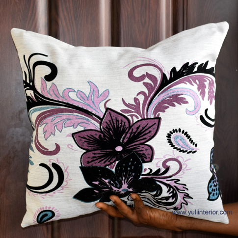Bold Flowers Decorative Accent Throw Pillows in Port Harcourt, Nigeria