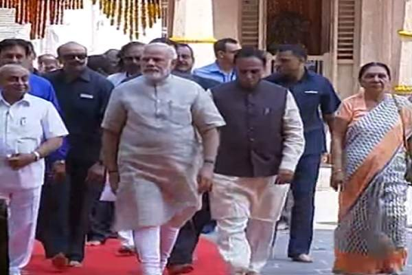 modi-reached-in-dwarkadheesh-temple