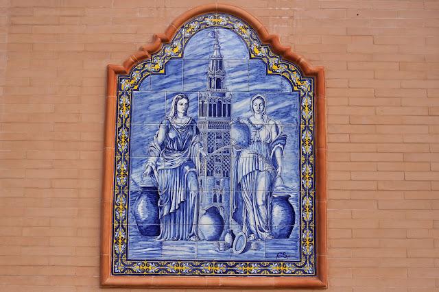 Santa Justa y Rufina flanqueando a la Giralda