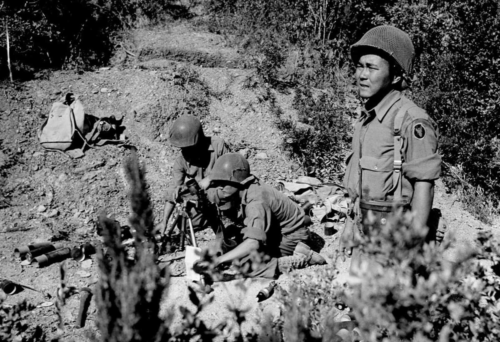 Soldiers launch mortars at German snipers in Italy. Aug. 25, 1944.