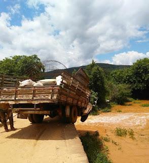 Vice-prefeito por muito pouco não despenca com caminhão de cima de ponte na PB