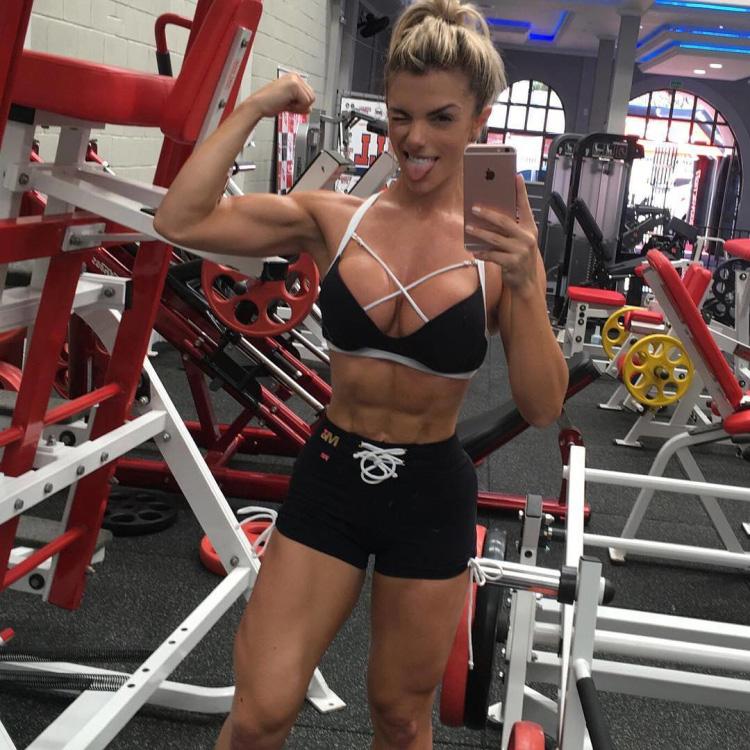Brazilian Fitness Model Roberta Zuniga