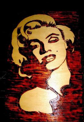 Marilyn Monroe em pirogravura