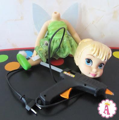 Инструкция, как качественно прикрепить отпавшую голову кукле Disney Animators Tinkerbell