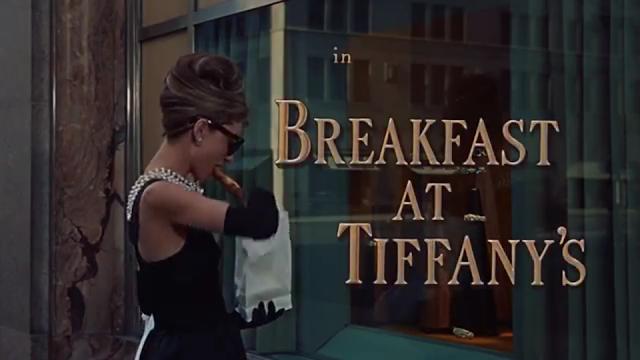 Audrey Hepburn sarapan depan toko emas