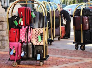 Preparare la valigia per una vacanza per single