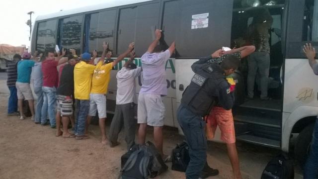 Operação Bloqueio: PM aborda 19 veículos e 37 pessoas em Lagarto