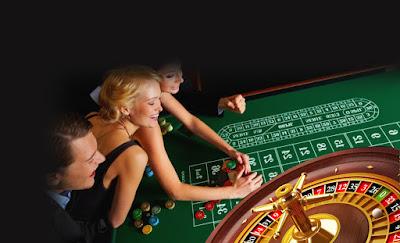 nữ game thủ chơi game online kiếm tiền thật 15031502