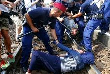"""Orban chiama i migranti """"invasori musulmani"""""""