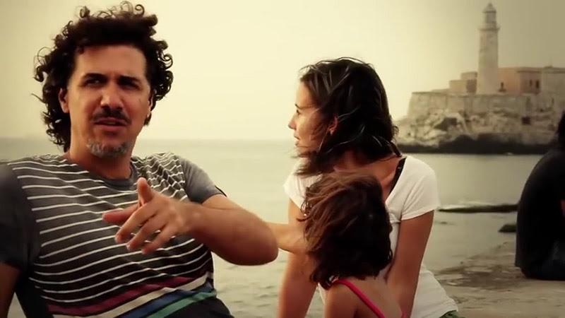 Roberto Carcassés - ¨Viene y va la felicidad¨ - Videoclip - Dirección: Andros Barroso. Portal Del Vídeo Clip Cubano - 05