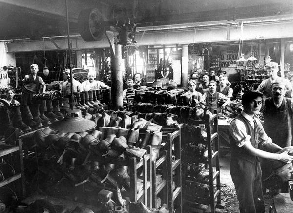 http://3.bp.blogspot.com/-hhjfXUqSv5A/UKfEFWoeyII/AAAAAAAAGA8/aXI0K4-BGaU/s1600/1916+%7C+Factory+in+Wellingborough.+Making+Russian+Cossack+Boots..jpg American