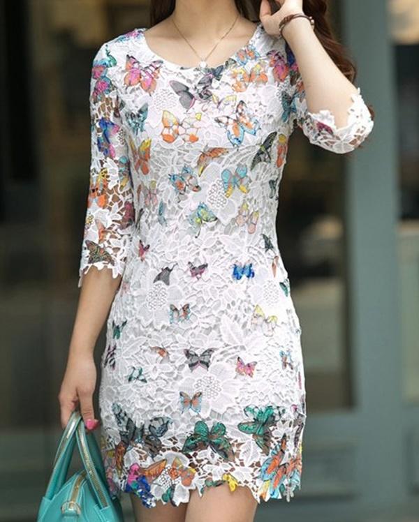 vestido branco de renda e estampa de borboleta