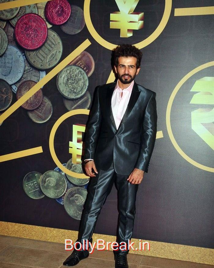 Jay Bhanushali, Eesha Koppikhar, SRK at the 2nd edition of NRI of the Year Awards