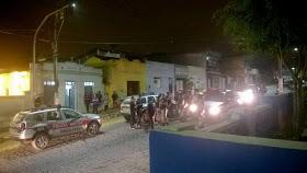 Grupo faz reféns, explode cofre e troca tiros com a polícia em Areia, no Brejo da Paraíba