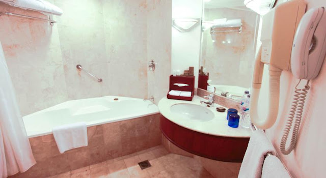 Foto Kamar Mandi Hotel Aryaduta Makassar
