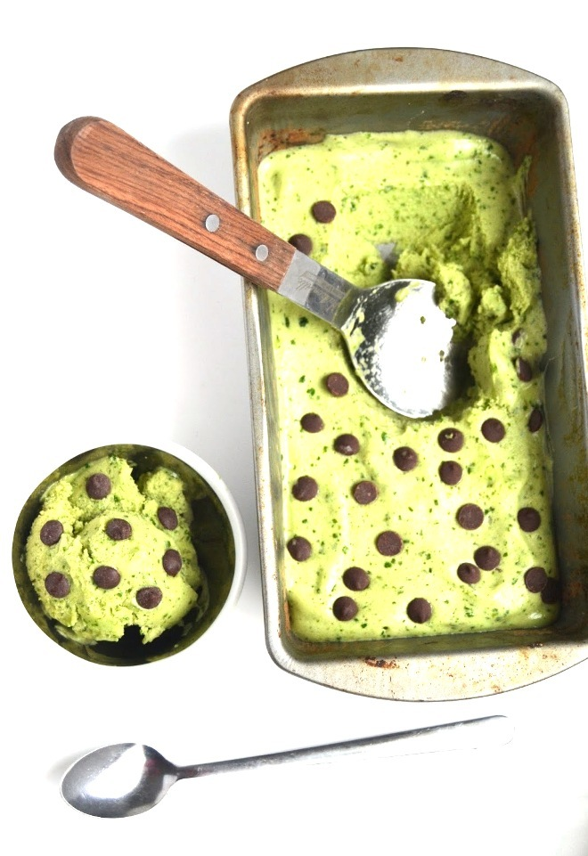 Mint Chocolate Chip Protein Ice Cream is made healthy with a frozen banana base, fresh mint leaves, protein and spinach for color for an easy dessert or snack! www.nutritionistreviews.com