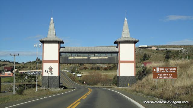 Portal de entrada de Bom Jardim da Serra