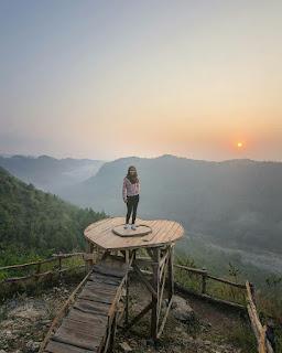 matahari terbit di puncak panguk