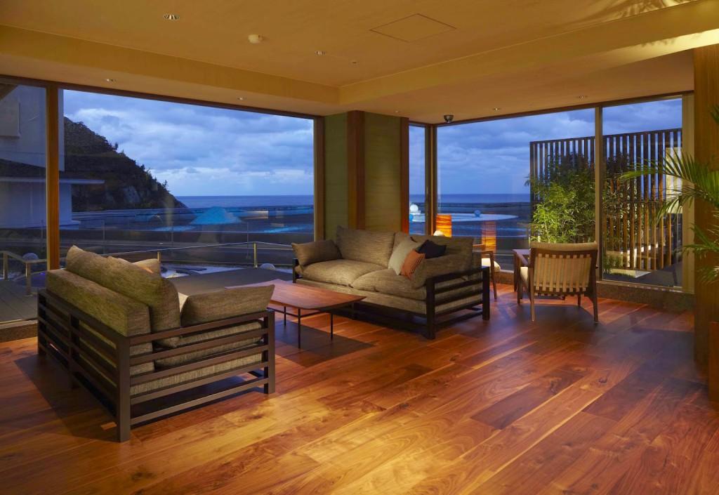 Desain ruang tamu minimalis dengan lantai kayu