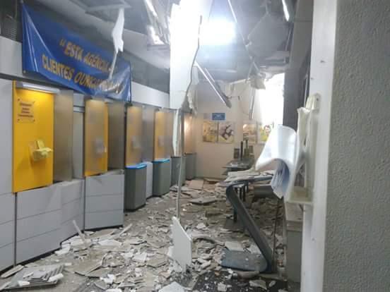 Marginais fortemente armados roubam e destroem bancos em Ibiúna