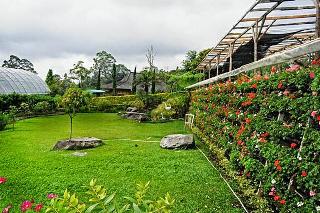 Pariwisata Gardens Inkarla terletak di Jalan Singabarong Cibodas Puncak Cianjur Jawa Barat. pariwisata Inkarla Agro adalah salah satu objek wisata menarik di Puncak yang menawarkan keindahan alam pegunungan yang dikombinasikan dengan berbagai tanaman hias dan bunga potong